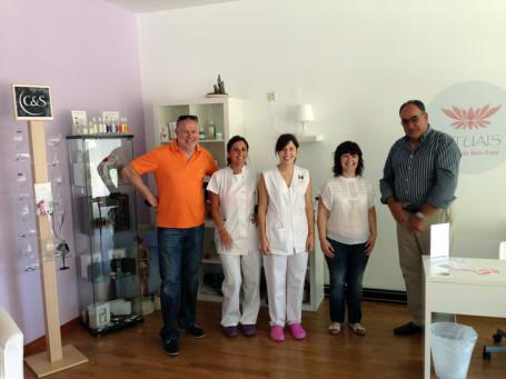 Die motivierte junge Portugiesin wird nach dem Praktikum in einem Kosmetikstudio in Lamego sogar den Titel der staatlich geprüften Kosmetikerin tragen. Danach hat sie die Möglichkeit auf eine Anstellung in einem Schweizer Hotel!