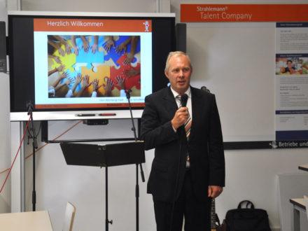 Thorsten Altenburg-Hack, Leiter Amt für Bildung der Behörde für Schule und Berufsbildung (BSB) Hamburg hält eine Rede anlässlich der Eröffnung