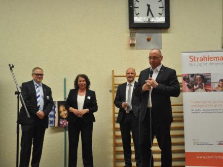 Uwe Hück, Betriebsratsvorsitzender und stellvertretender Aufsichtsratsvorsitzender der Porsche AG in Stuttgart und Schirmherr der Talent Company hält eine Rede anlässlich der Eröffnung