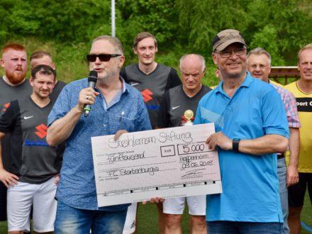 Spendenübergabe: FC Starkenburgia spendet 5000€ an die Strahlemann Stiftung