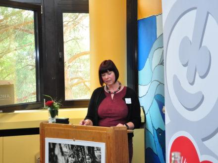 Schulleiterin Nina Dahlke hält eine Rede anlässlich der Eröffnung der 31. Talent Company an der Realschule plus Kusel