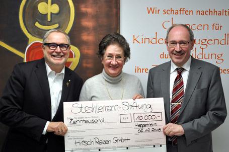 Hirsch Reisen GmbH überreicht Jubiläumsspendenscheck an Strahlemann Stiftung