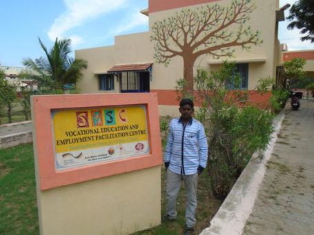 Murugan: Seine Erfolge verhalfen ihm zu mehr Selbstbewusstsein und durch die praktischen Unterrichtsmethoden, die ihm das Lernen erleichterten, schaffte Murugan 2016 seinen Abschluss