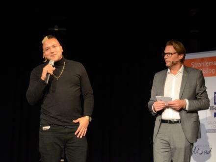 Strahlemann-Stifter im Dialog 2019 - Rapper Rico von Heartbeat und Joachim Bangert (Strahlemann Kuratoriumsmitglied und Vorstand der auxilion AG)