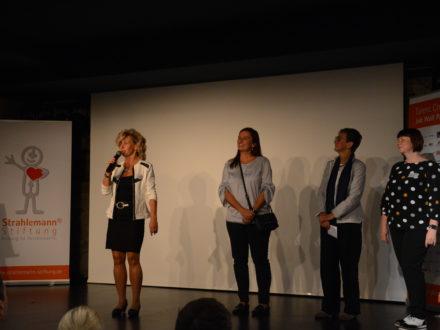 Beate Rittersberger (avenir Kompetenzcoaching) und Gäste des Netzwerktreffens
