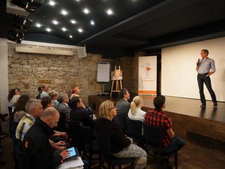 Strahlemann Netzwerktreffen 2019 - Die Gäste hören einen Vortrag