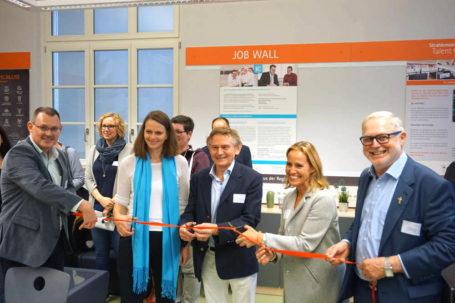"Eröffnung der Talent Company an der Gutenbergschule Darmstadt-Eberstadt im Rahmen des Digitalisierungsprojekts ""Dotter-Digital"""