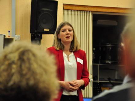 Carolin Guthier, Botschafter der Bergstraße und ehemalige Deutsche Weinprinzessin hält eine Rede anlässlich der Eröffnung der Talent Company an der MPS Gadernheim