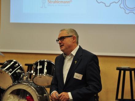 Franz-Josef Fischer hält eine Rede anlässlich der Eröffnung