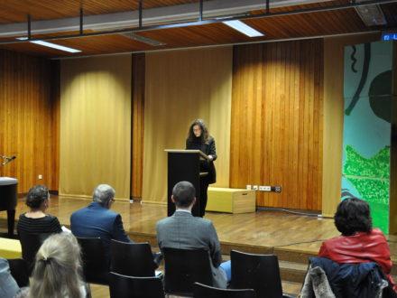 Frau Sapena-Mas von der Ferry-Porsche Stiftung hält eine Rede anlässlich der Eröffnung der Strahlemann Talent Company in Weissach