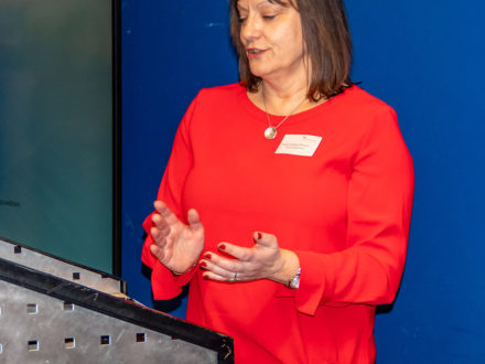 Schulleiterin Kirsten Gebhard-Albrecht hält eine Rede anlässlich des 10. Jubiläum der Talent Company Reichelsheim
