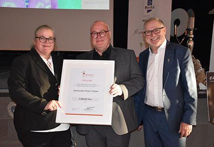 Unsere neuen Stifter 2019: Franz-Josef Fischer und Mitarbeiter von Rechtsanwälte Zimmer & Kappes