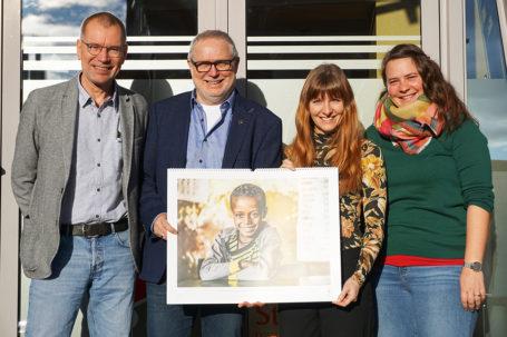 Gemeinsame Unterstützung für Kinder und Jugendliche in Äthiopien - Kalenderübergabe gemeinsam mit Ralf Tepel, Karl Kübel Stiftung und Franz-Josef Fischer und Annabel Lies, Strahlemann-Stiftung