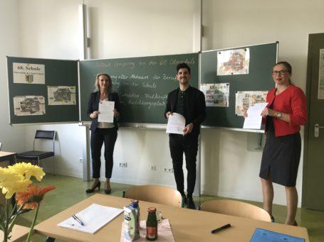 Unterzeichnung der Kooperationsvereinbarung für die Talent Company gemeinsam mit Schulleiterin Silvana Schmidt, der BO-Lehrerin und Matthias Rettig, Strahlemann-Stiftung