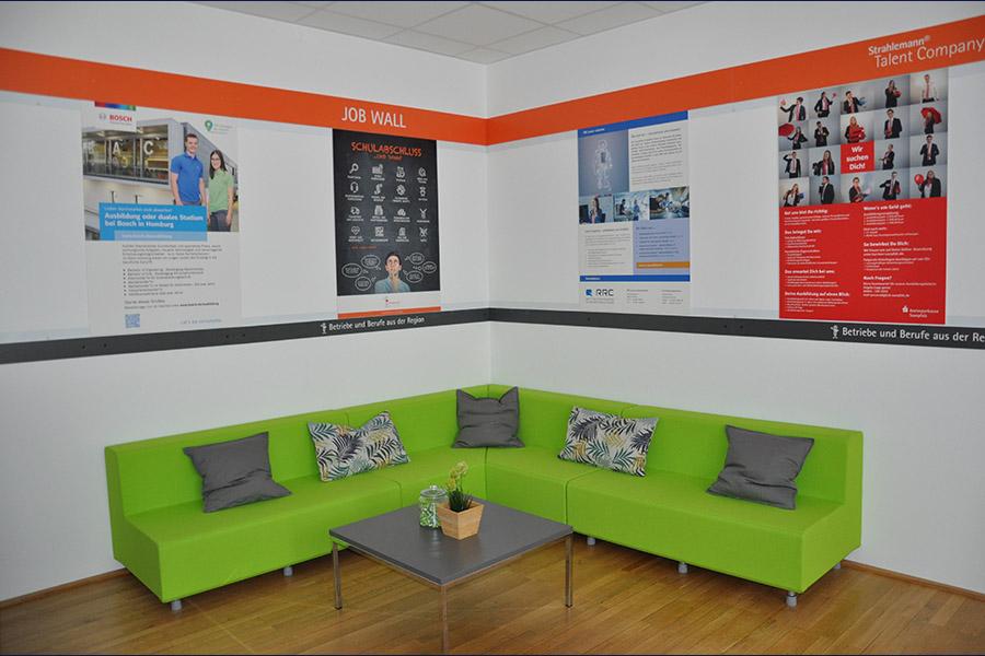 DSC_000Lounge-Ecke der Talent Company im BBZ Homburg3