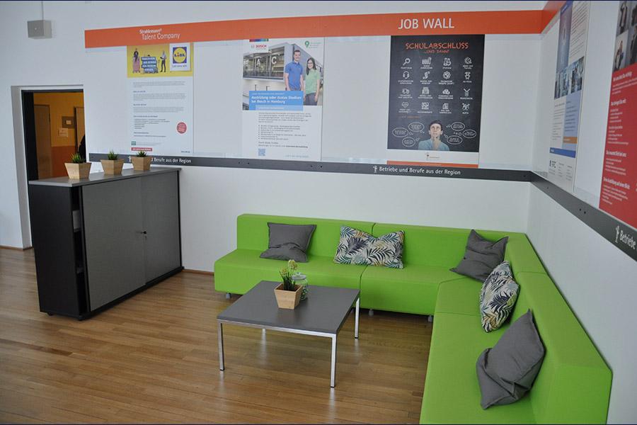 Lounge-Ecke der Talent Company im BBZ Homburg