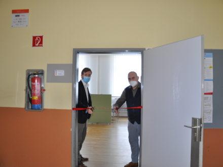 Öffnung der Talent Company in Homburg mit Schulleiter, BO-Lehrerin und Strahlemann-Stiftung