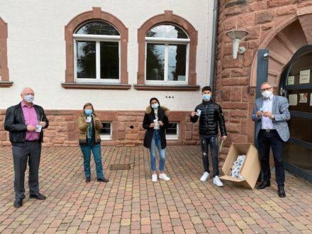 Übergabe der Maskenhalter an das Schulzentrum Hessen-Homburg