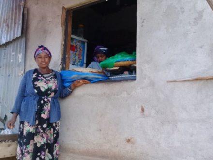 """Verkauf von """"Injera"""", dem traditionellen äthiopischen Fladenbrot"""